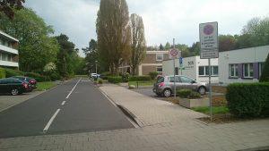 Die namenlose Straße, die zu unserer Gemeinde führt